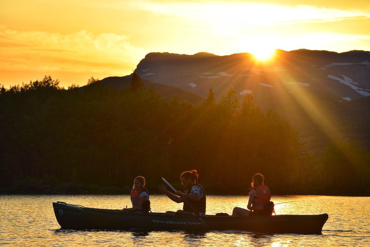 Guided kvelds kanotur / Beito Husky Tours