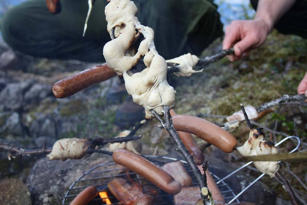 Wilderness meal / Beito Husky Tours